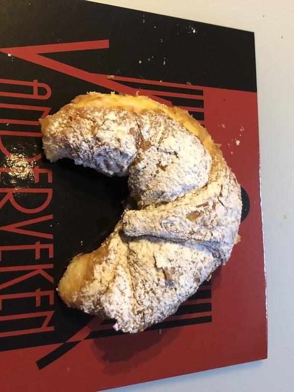 Croissant gevuld met pudding